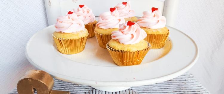 vanilla cupcakes 7.jpg