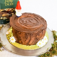 How-To: Tree Stump & Gnome Cake