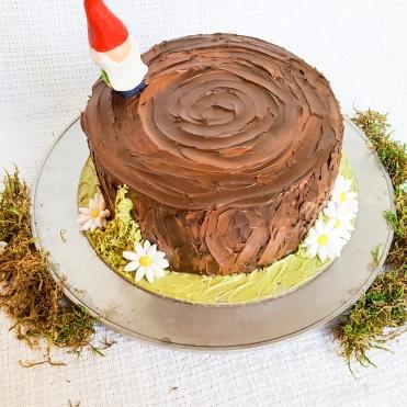 Gnome on stump cake #faustbakes