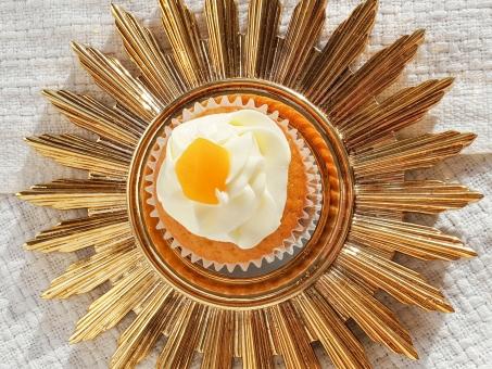 Peaches in Elderflower Cake #faustbakes