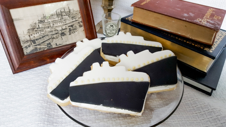 Titanic sugar cookies! #faustbakes
