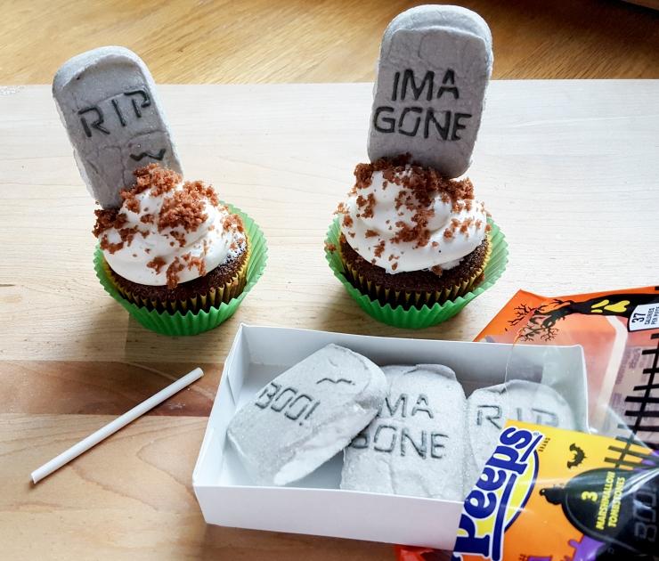 tombestone-cupcakes-4