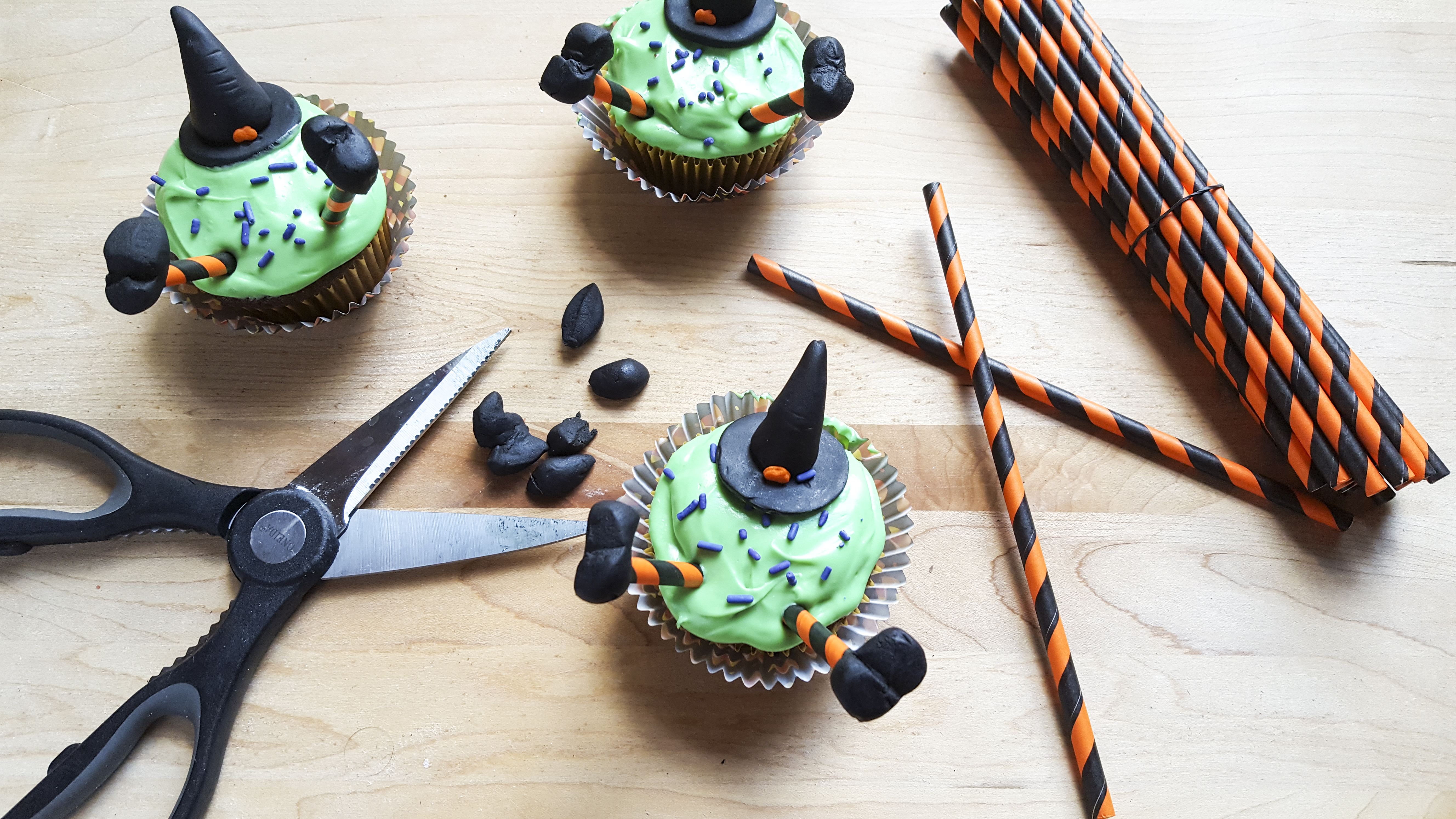 witch-cupcakes-1