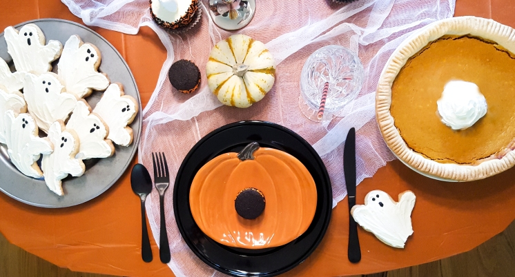 Spooky #Halloween dinner #table ideas with #FaustBakes for #HostingHalloween