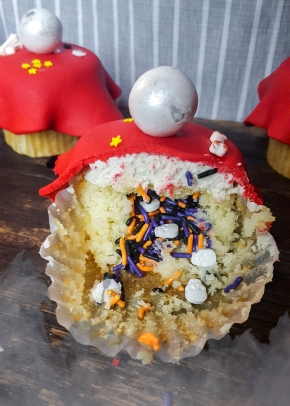 Crystal Ball Halloween cupcakes with a surprise inside