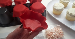 Shaping fondant into tablecloths for cupcakes